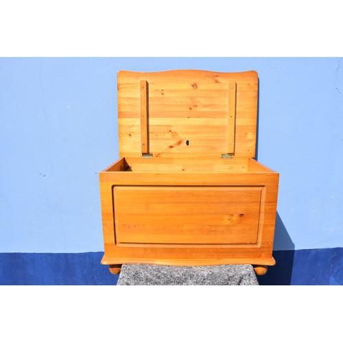 108 - PINE BLANKET BOX