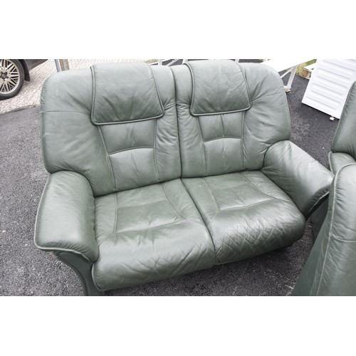42 - 3-2-1 GREEN LEATHER SUITE