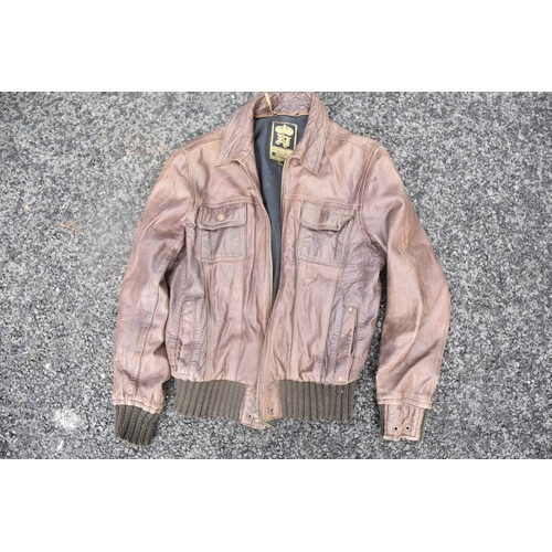 319 - A BROWN LEATHER JACKET