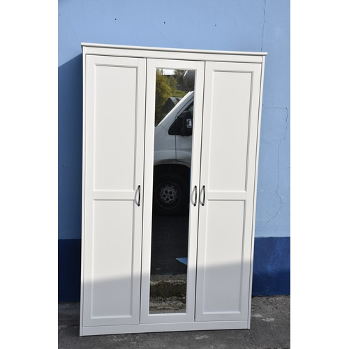 473 - FITTED WHITE MIRRORED TRIPLE ROBE