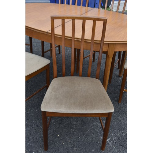 531 - A RETRO G PLAN EXTENDING TABLE WITH 2 CARVERS AND 4 CHAIRSN