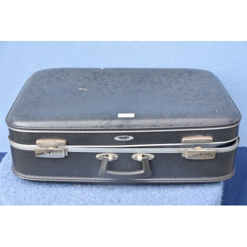 535 - AN OLD CASE AND ITS LINENM CONTENTS