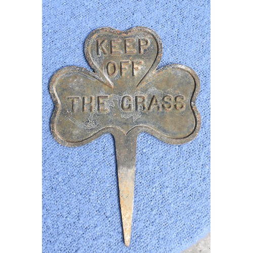 576 - AN OLD DOUBLE SIDED SHAMROCK CAST IRON KEEP OF THE GRASS PLAQUE