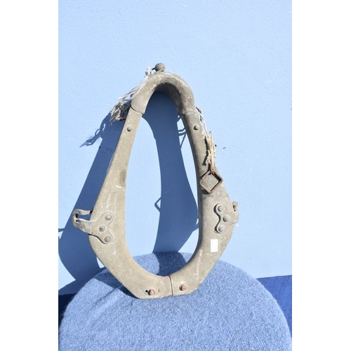 112 - OLD HORSE COLLAR