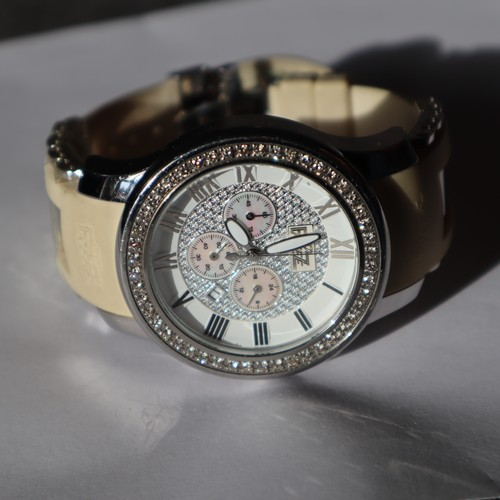 254 - A WATCH THE CHRONOGRAPH AUTOMATIC WITH 3 DIALS TO CENTRE AND DATE WINDOW DIAL 4.5CM DIAMOND SET BEZE...