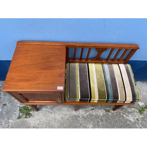 24 - A MAHOGANY HALL SEAT WITH A STRIPE FINISH AND WITH A SINGLE DOOR