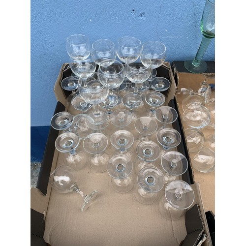 38 - A SELECTION OF GLASSWARE