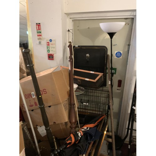 9 - QTY OF BOX LOTS & JOB LOTS INCLUDING DOG CAGES, LAMPS ETC