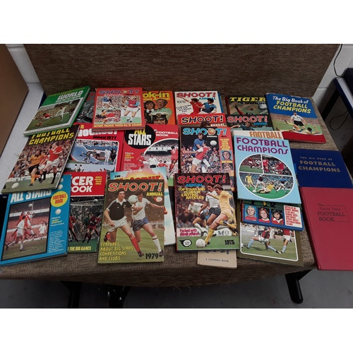 13 - Collection of vintage football Annuals including Shoot...