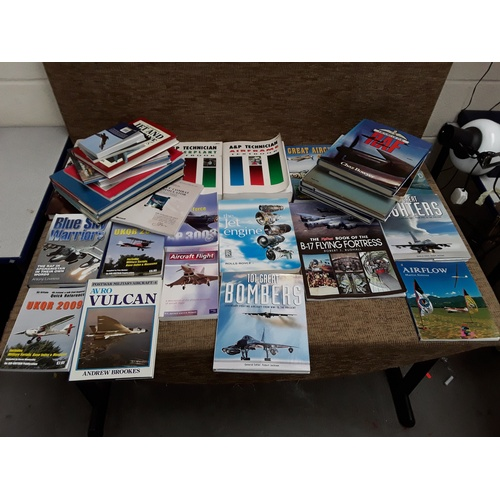 14 - Large quantity of books on aircrafts...
