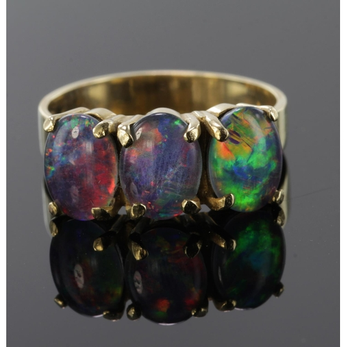 13 - 9ct Gold Ring set with doublet Opals size M weight 3.5g...