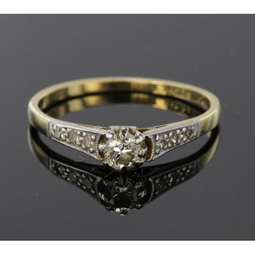 30 - 18ct Gold Diamond set Ring size O weight 2.0g...