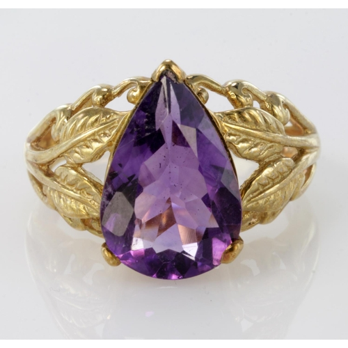 59 - 9ct Gold Amethyst set Ring size P weight 5.6g...