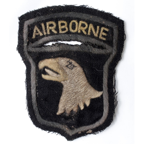 43 - American Parachutists cloth badge a screaming eagle, hand made probably in Britain, service worn, VF...