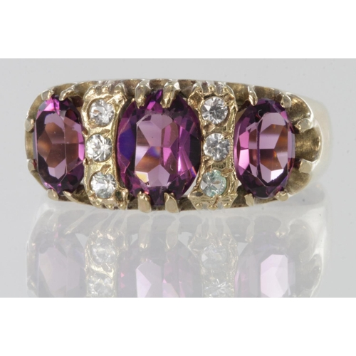 10 - 9ct yellow gold garnet and cz antique style ring, finger size R, weight 4.6g