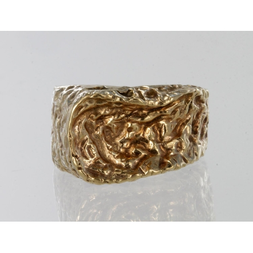 31 - 9ct yellow gold textured abstract band ring, finger size H, weight 7.7g