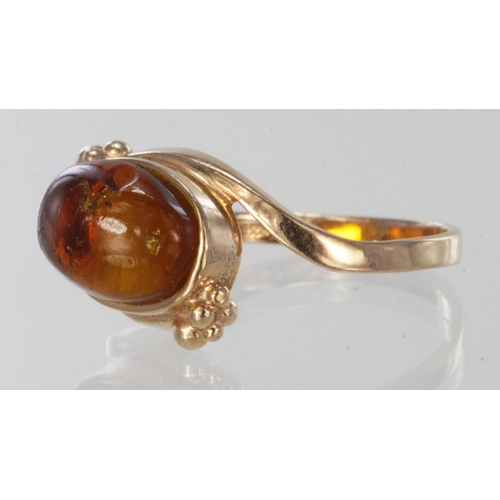 55 - 9ct rose gold ring set with single amber stone, finger size M, weight 2.8g