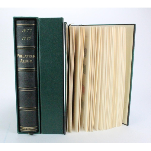 10 - GB - c1953-1989 unmounted mint collection in a pair of Large Philatelic Albums + slipcases. Fairly c...