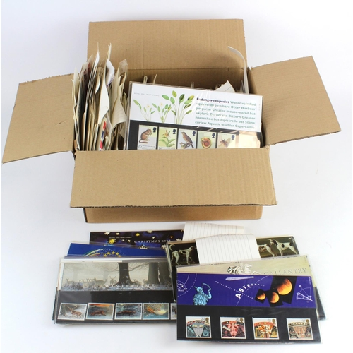 29 - GB - Presentation Packs (approx 150) and FDC's (approx 140). Some foreign covers. Pres Packs from c1...