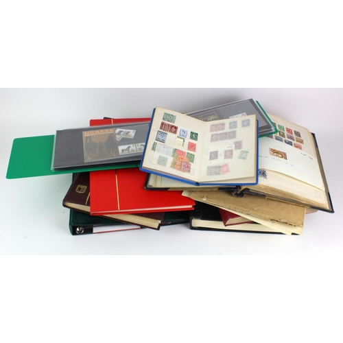11 - GB - box of stockbooks, albums, etc. Some early but the bulk is QE2 unmounted mint, and includes man...