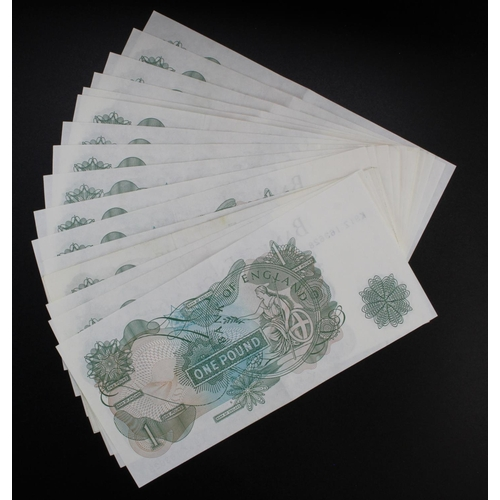 58 - Fforde 1 Pound (17) issued 1967, a collection of notes all with prefix K__Z, these with small 'G' on...