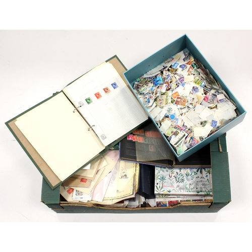 32 - GB - banana box of mixed material covering all reigns and collecting types, ie Booklets, Presentatio...