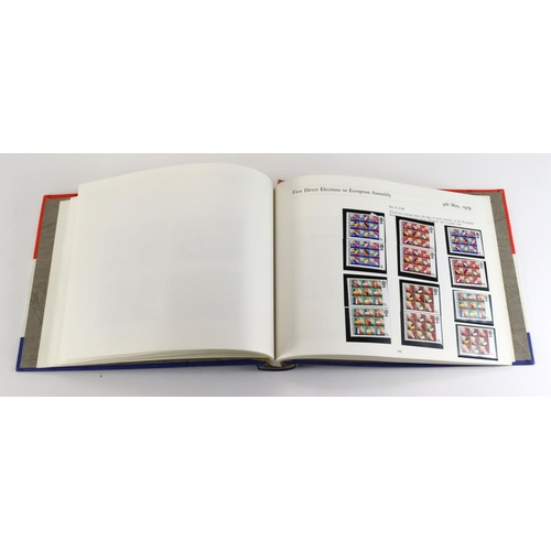 39 - GB - decimals unmounted mint collection 1974-81 presented in an SG album, mostly in pairs, face valu...