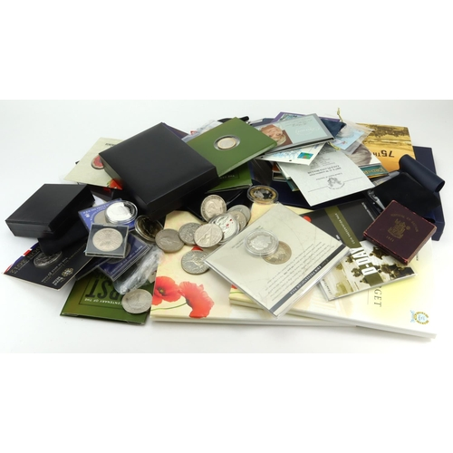 1115 - GB & Commonwealth cupro-nickel commemorative coins and Crowns (109) many in presentation packs, a fe...