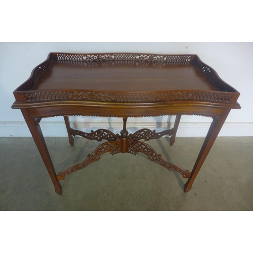 37 - A Georgian style tray top serving table, 72cm tall x 87cm x 49cm...