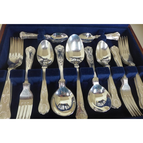 6 - A Viners eight setting 58 piece Kings Royale canteen of cutlery, some usage marks, no damage...