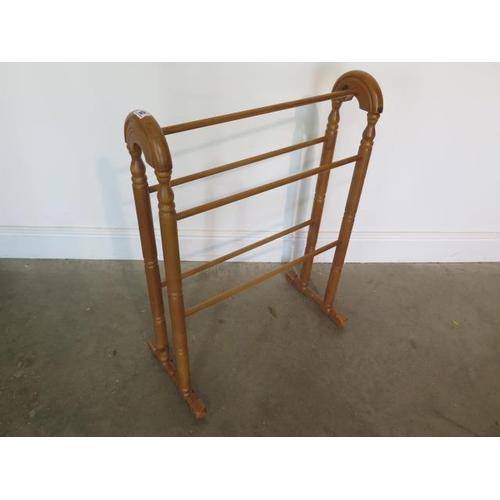 25 - A Victorian style towel rail