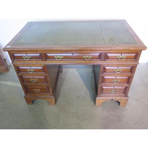 70 - A late Victorian / Edwardian mahogany 9 drawer twin pedestal desk, 81cm tall x 123cm x 71cm