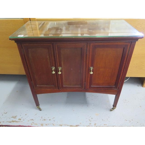 62 - An Edwardian mahogany three door side cupboard with a glass top, 75cm tall x 80cm x 38cm...