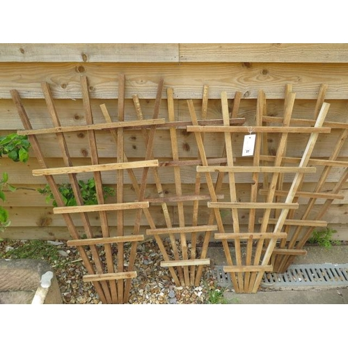 27 - Four new fan shaped wooden trellis 100cm x 70cm