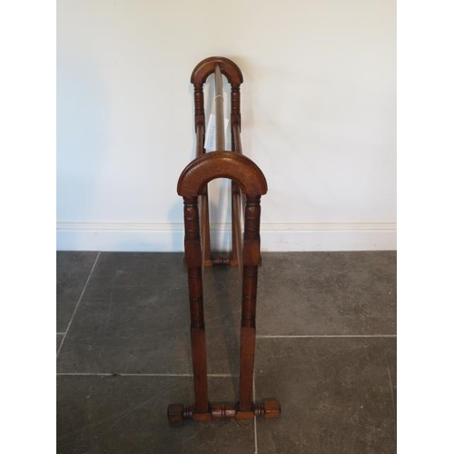 62 - A Victorian polished pine towel rail, 78cm tall x 70cm