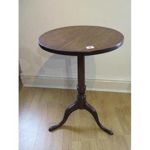 81 - A 19th century oak tripod table with a 46cm diameter top