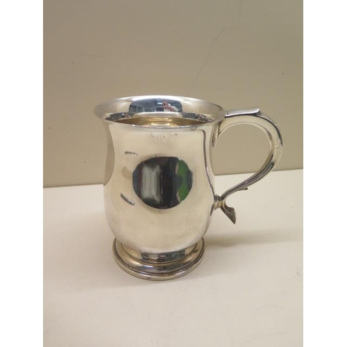 511 - A silver tankard, Birmingham 1941/42, 12.5cm tall, approx 10.9 troy oz, no engraving, generally good...