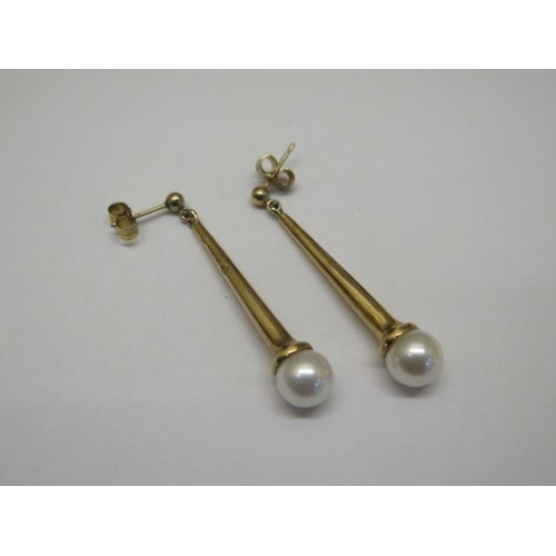622 - A pair of hallmarked 9ct yellow gold pearl earrings, 3.5cm drop, total weight approx 6.4 grams, pear...