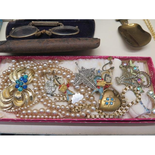 796 - An assortment of costume and other jewellery