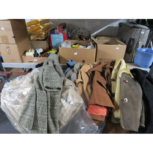 40 - Large selection of ladies coats