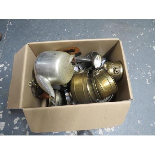 45 - Box of metal ware