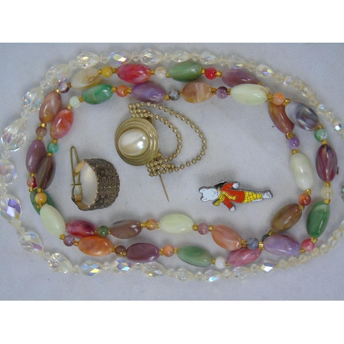 117 - Miscellaneous pot luck costume jewellery...