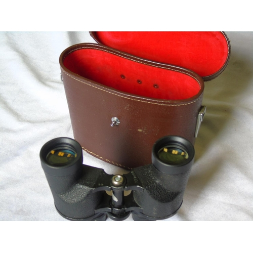 142 - A pair of Marksman binoculars in leather case, 7x35 Field 7.5 deg No 32202...