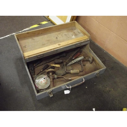 32 - Vintage wooden joiner's box with contents....