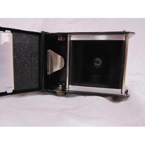 46 - Francke & Heidecke; a Rolleiflex twin lens camera, no.283964, upper lens Heidoscop - Andstigmat 1:3....