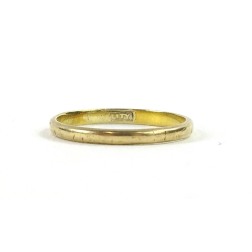 52 - A 9ct gold wedding band, with makers mark H.G & S, with etched design, 1g....