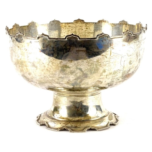 22 - A George V silver rose bowl, with crenulated top and base, Birmingham 1922, 26oz, 24cm dia....