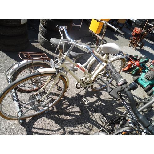 18 - Celeste Vintage Ladies Bike...