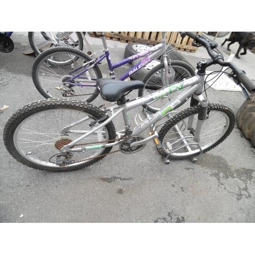 11 - Boys Diamond Back Mountain Bike...