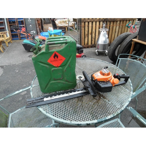18 - Tanaka tht-2100 petrol hedge trimmer & jerry can...